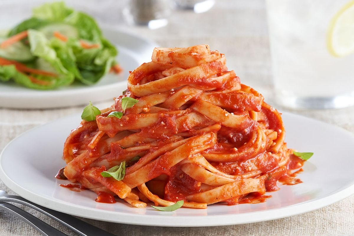 Fettuccine with Roasted Red Pepper Tomato Sauce
